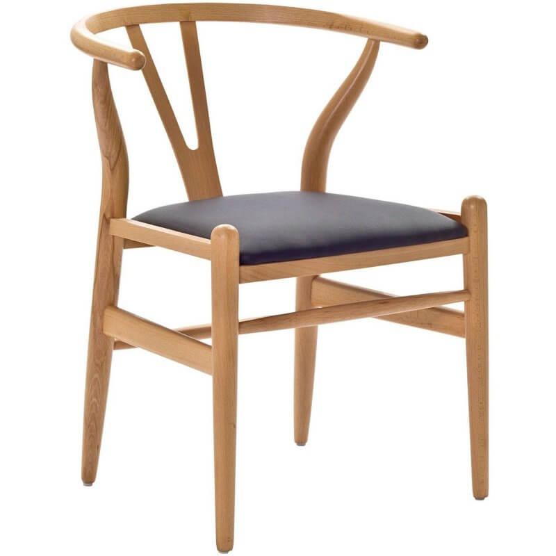 Ghế Wishbone được làm từ gỗ rắn với khả năng vững vàng và bền bỉ bất chấp thời gian