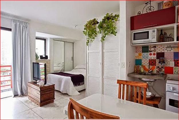 Phòng ngủ liên thông với phòng khách và bếp tạo cảm giác rộng rãi cho căn hộ.