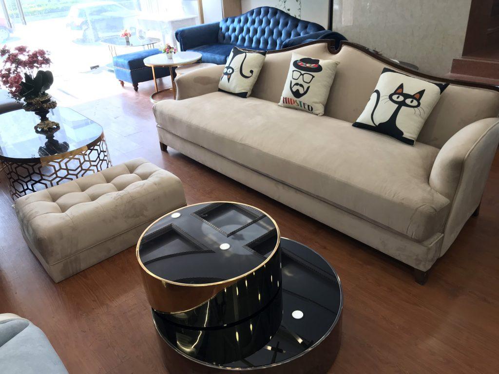 Phòng khách trưng bày mẫu sofa vintage đẹp, bắt mắt.