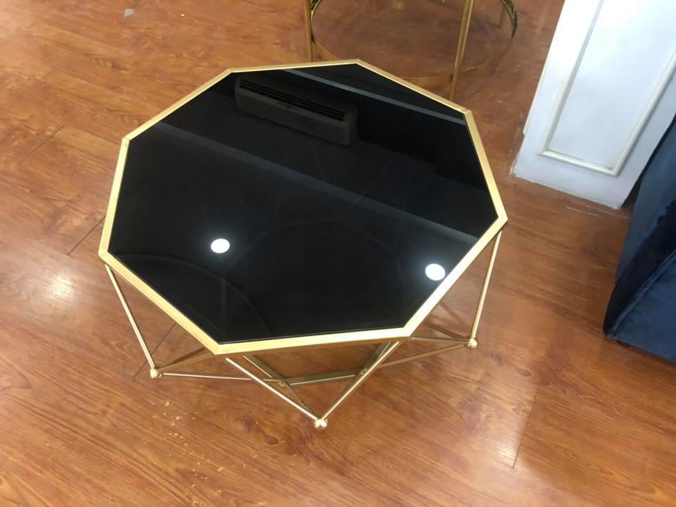 Bàn trà mặt kính đen chân inox mạ titan vàng sang trọng