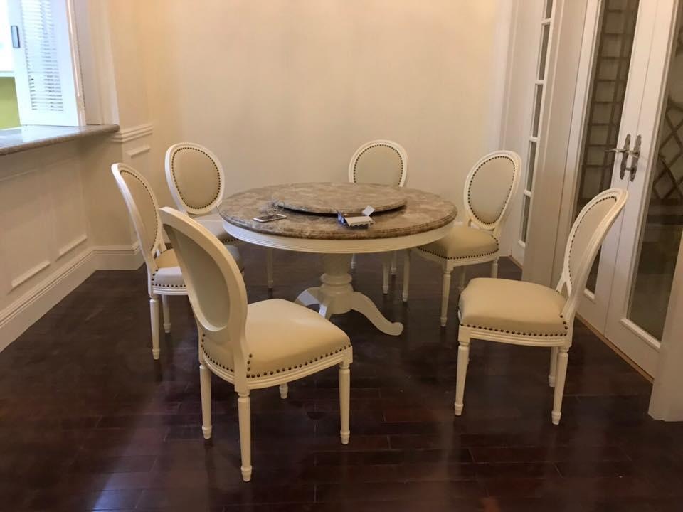 Bộ bàn ăn tròn tân cổ điển có mâm xoay sang trọng và tiện dụng