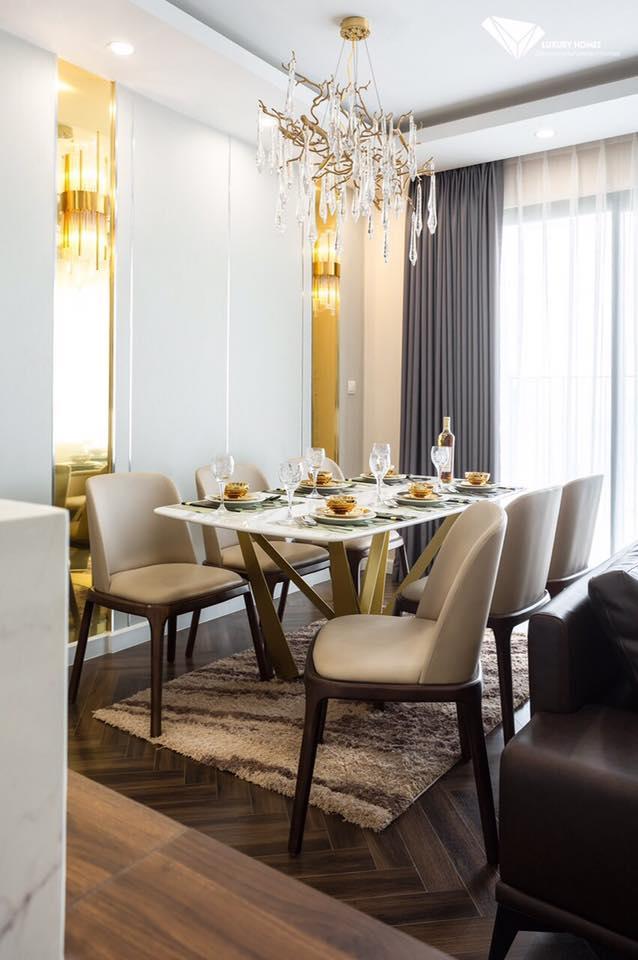 Bộ bàn ăn chân sắt sơn tĩnh điện vàng mặt đá 6 ghế lung linh khi vào không gian