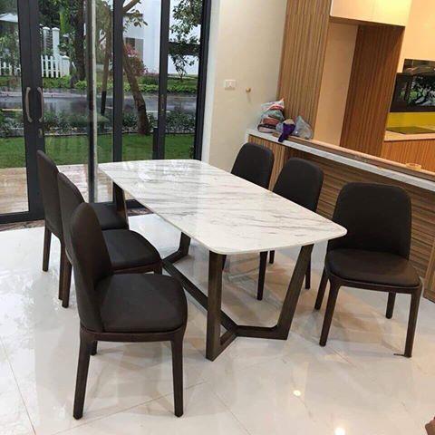 Bộ bàn ăn Concorde mặt đá kết hợp cùng ghế Grace không tay tạo nên kiệt tác trong thiết kế nội thất phòng ăn