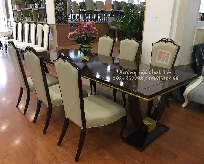 Bố trí vào không gian nội thất rộng dãi sẽ càng làm nổi bật nên sự xa hoa, lộng lẫy của bộ bàn ghế ăn H8