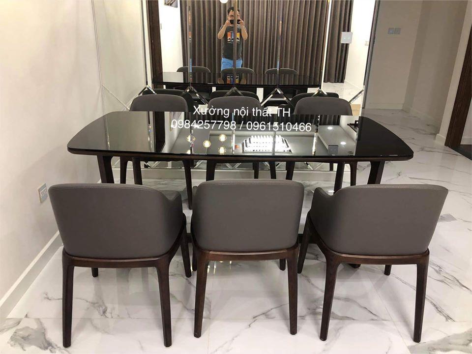 Ngoài ra còn có thể dùng bàn mặt gỗ đặt kính trên bề mặt