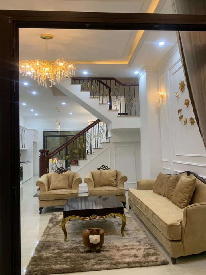 Bộ sofa CG đẹp với họa tiết hoa văn táo bạo tại biệt thự Đà Nẵng