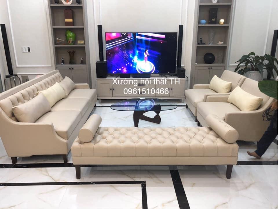 Bộ sofa phòng khách với lối thiết kế đơn giản hiện đại pha chút điệu đà, mềm mại tân cổ điển nên hợp mọi không gian