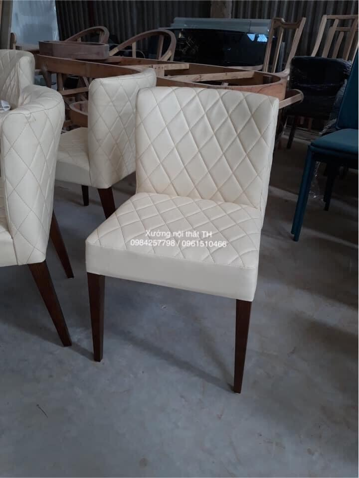 Ghế ăn gỗ tự nhiên bọc da trắng tinh khôi