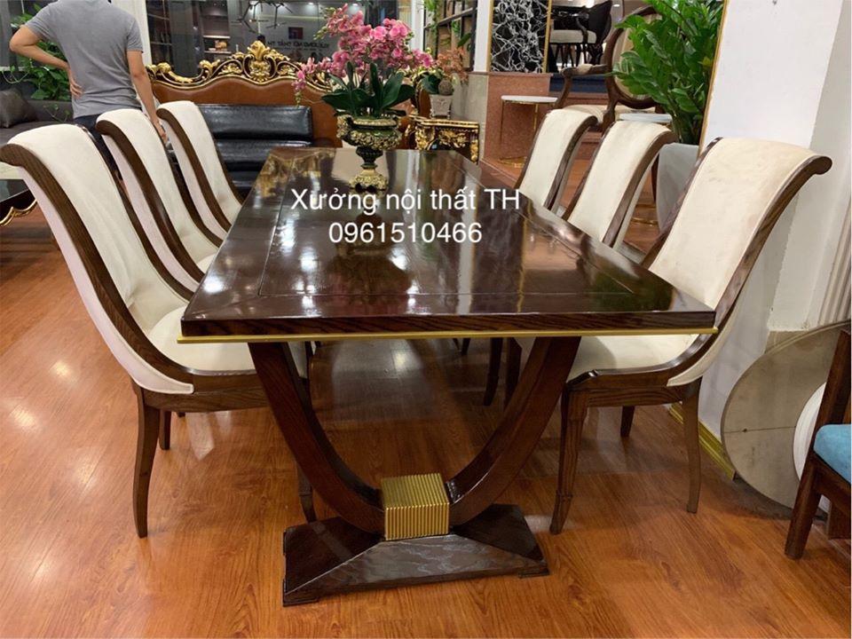 Bộ bàn ghế ăn Caracole với lối thiết kế mới mẻ, táo bạo mang lại không gian phòng ăn riêng, tinh tế