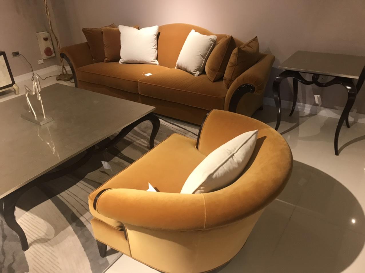 Sofa phòng khách tân cổ điển nhẹ nhàng, sang trọng như một quý cô đẳng cấp