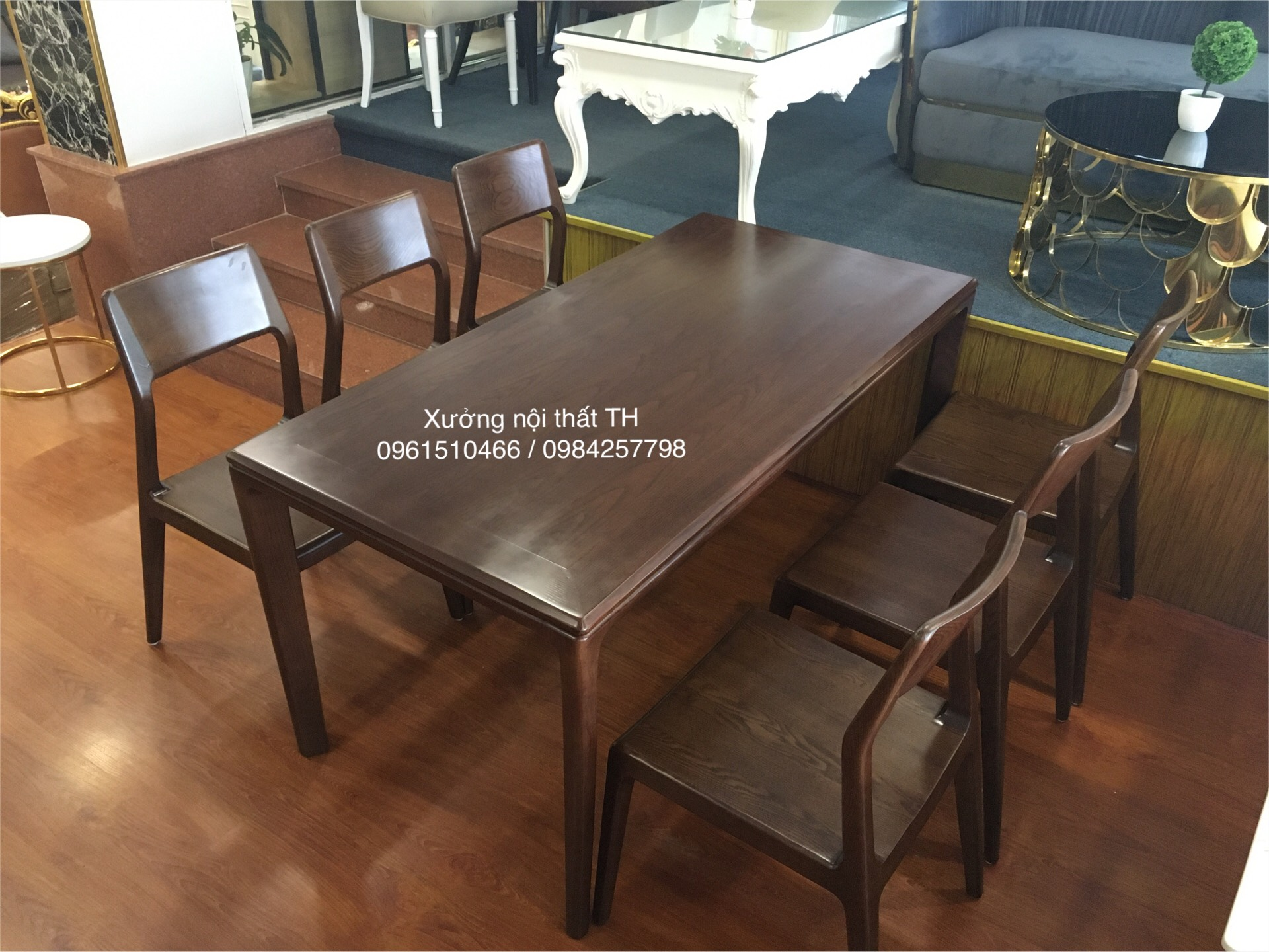 Bộ bàn ghế ăn gỗ sồi tự nhiên thân thuộc, ấm cũng mà cũng rất hiện đại, tinh tế