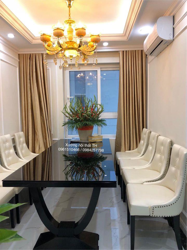Bộ bàn ăn 8 ghế Charles vào không gian biệt thự vô cùng lung linh và sang trọng