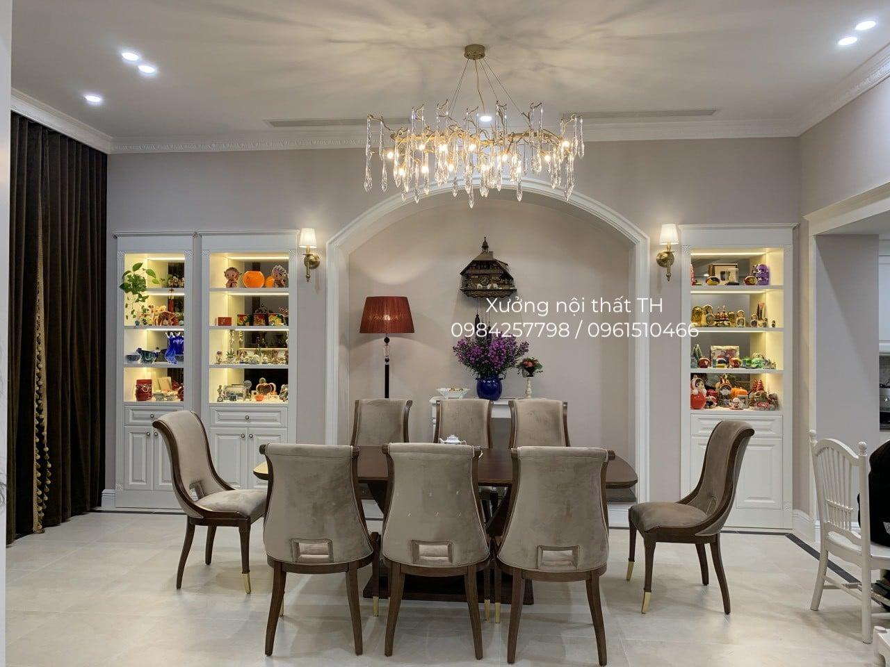 Bộ bàn ăn 8 ghế Caracole sang trọng, đẳng cấp đặt trong không gian biệt thự xa hoa, lộng lẫy