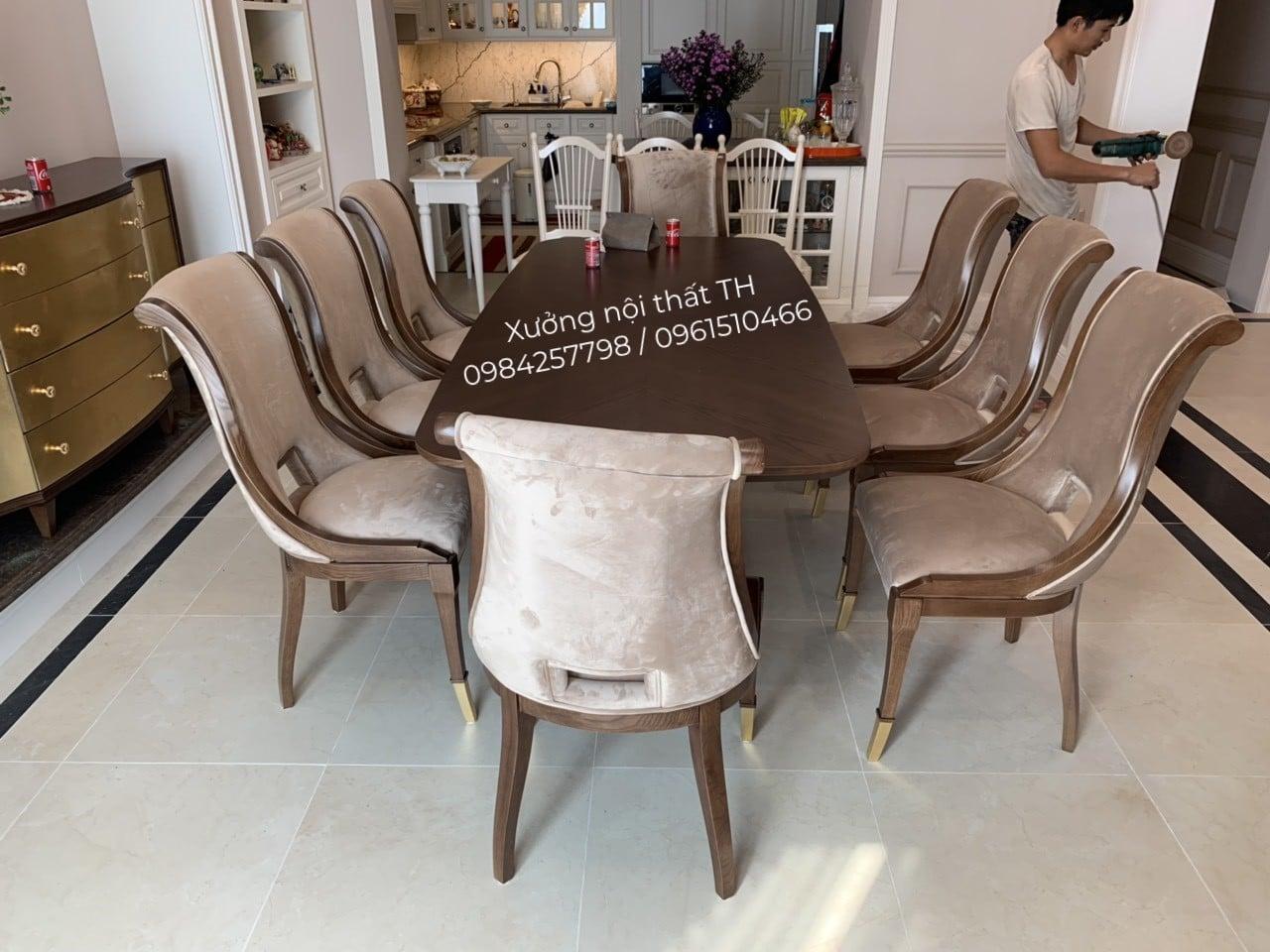 Bộ bàn ăn 8 ghế Caracole luôn là điểm nhấn thu hút trong ngôi nhà