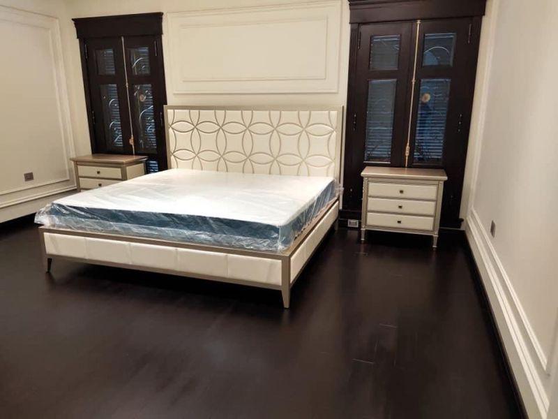 Giường ngủ Caracole đường nét dứt khoát kèm theo họa tiết tinh xảo
