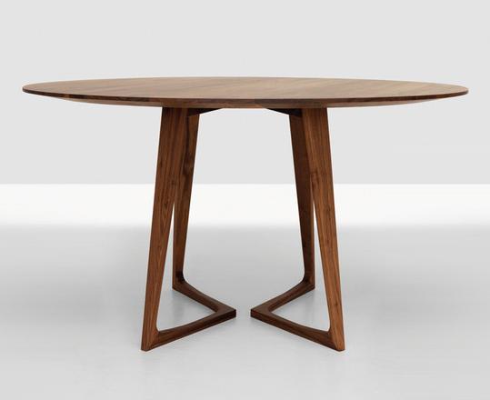 Gia đình quây quần bên nhau với mẫu bàn ăn tròn gỗ tự nhiên cao cấp