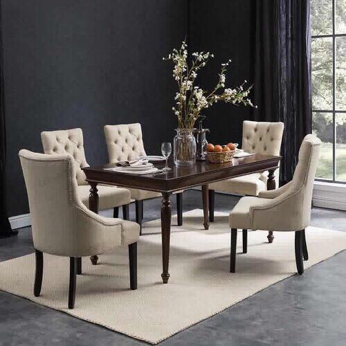 Bộ sưu tập bàn ăn song hành cùng ghế ăn được làm bằng gỗ tần bì