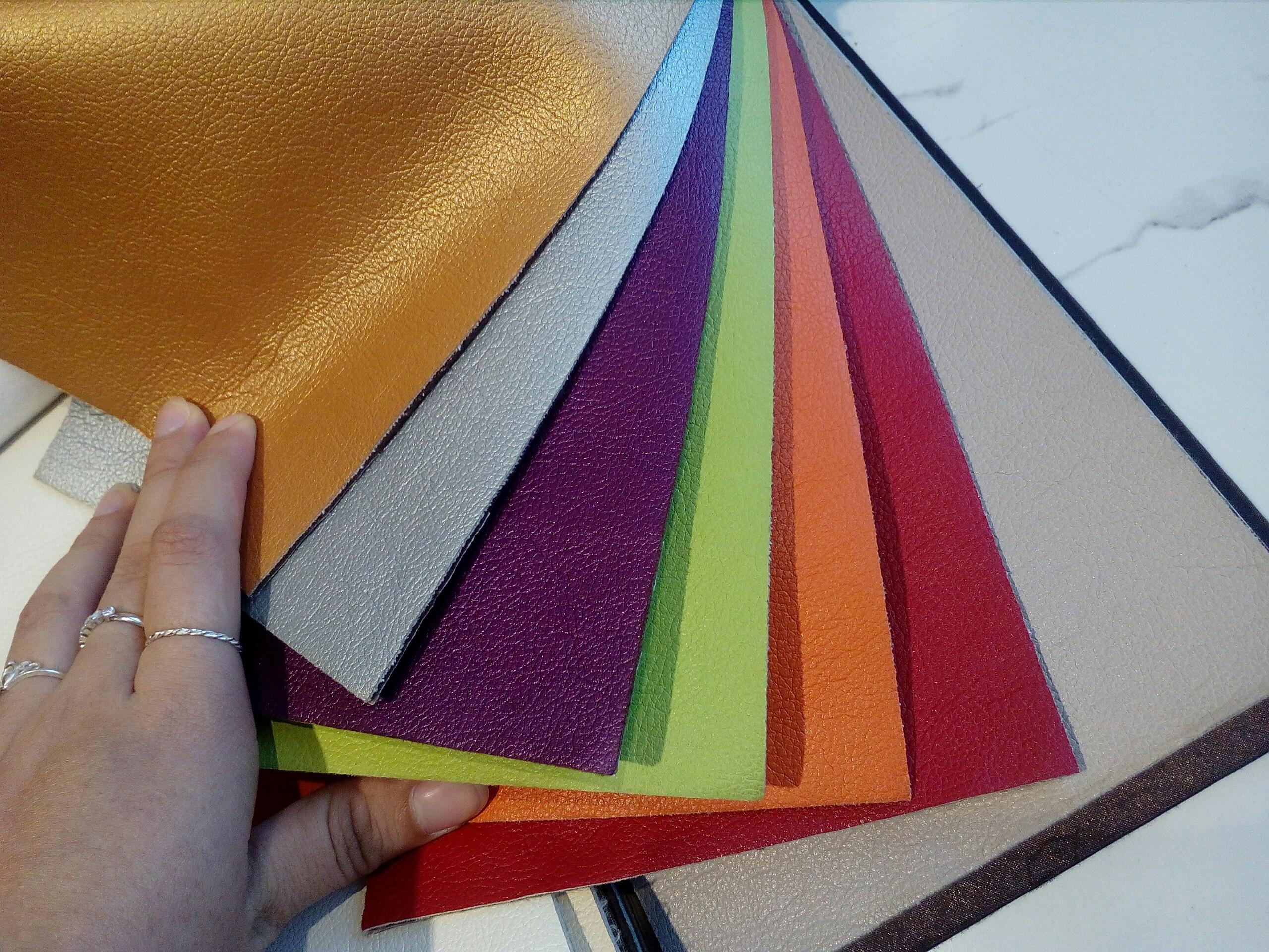 Chất liệu da cao cấp bọc ghế ăn với màu sắc đa dạng