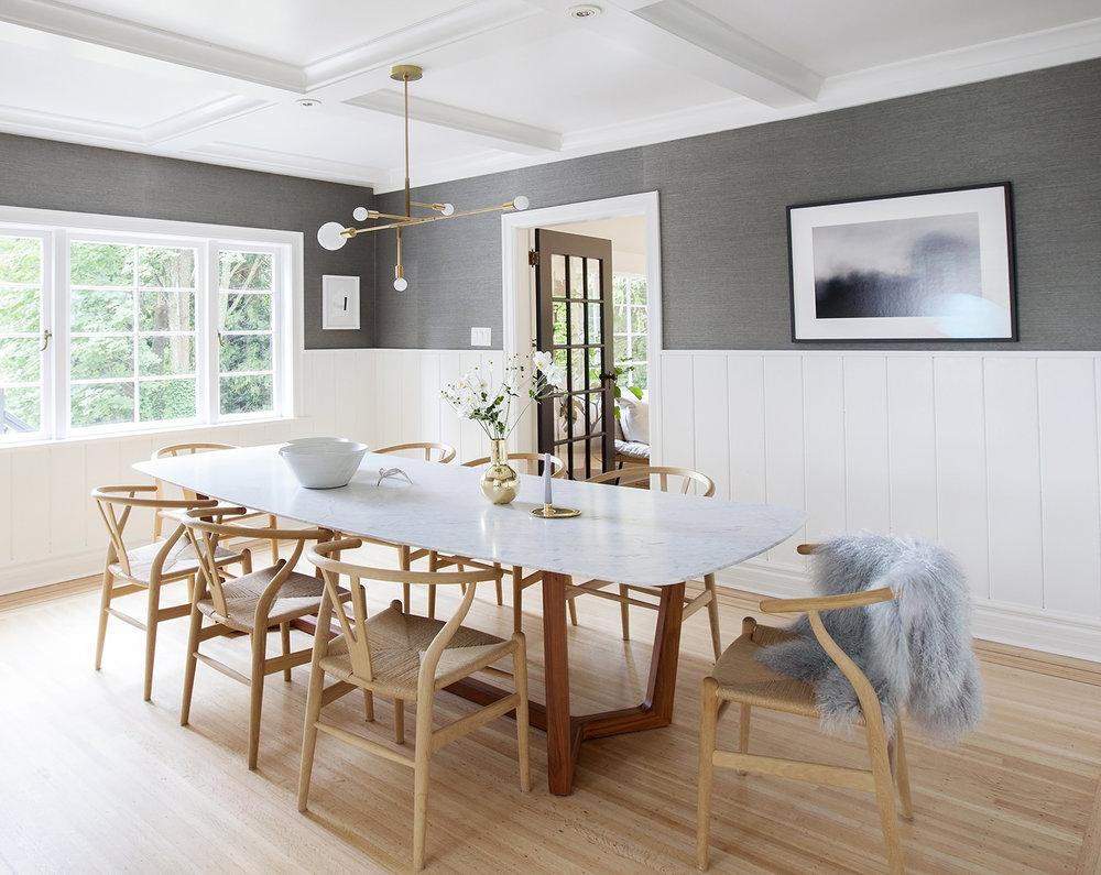 Vì sao nên chọn ghế ăn WishBone gỗ đan cói cho không gian ăn uống?