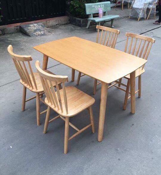 Bộ bàn ăn mặt gỗ + ghế Pinnstol điệu đà, bắt mắt