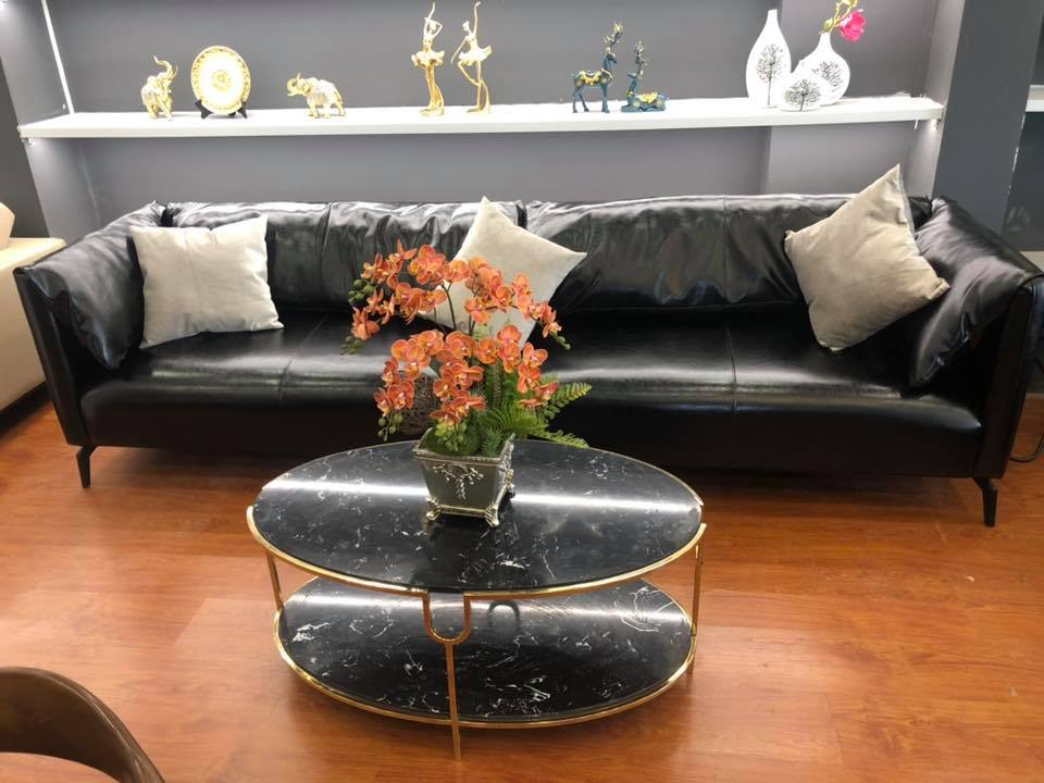 Mẫu chân bàn trà bằng inox mạ titan vàng mặt đá đen nhân tạo cho phòng khách