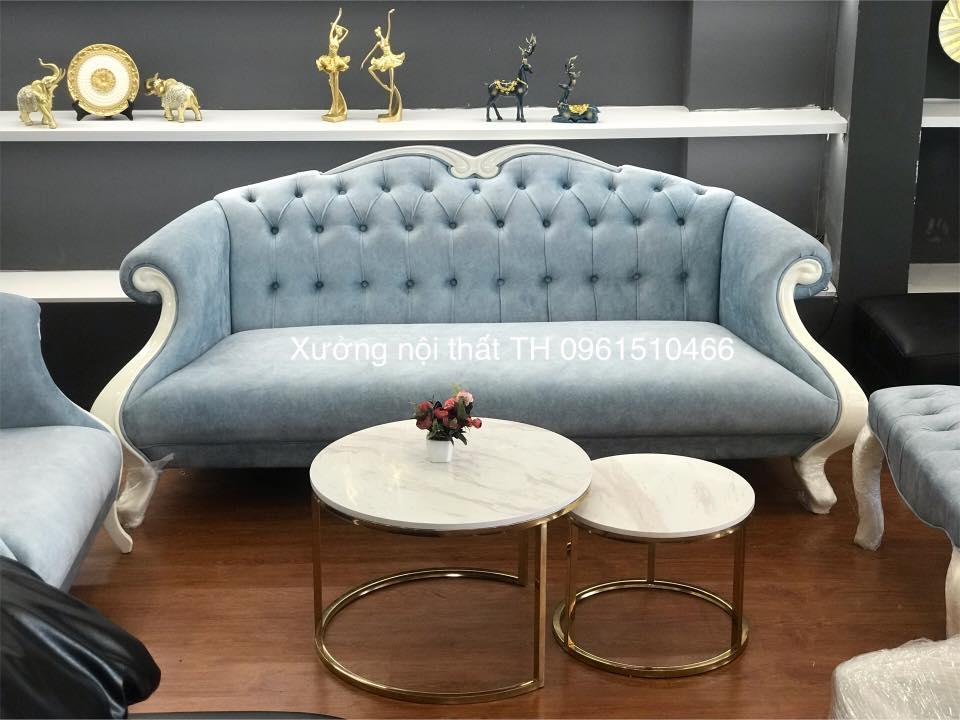 Mẫu bàn trà đôi chân inox mạ titan vàng mặt đá trắng vân mây nhân tạo đem đến cảm giác sáng sủa cho phòng khách
